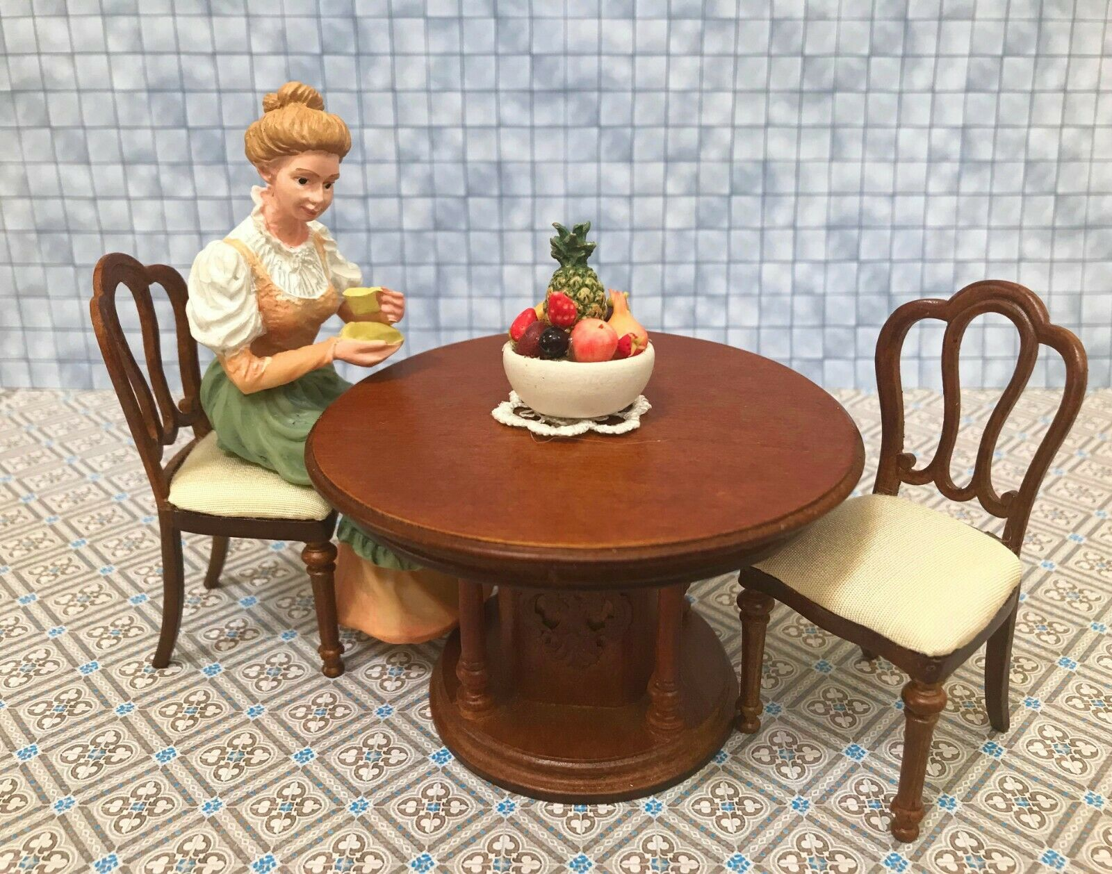 Dollhouse Miniature   Round Dining Table & Chairs   F