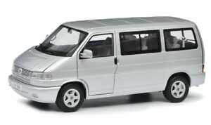 VW VOLKSWAGEN Bus T4 T4b 1990 Silber Silver CARAVELLE 450041500 Schuco 1 18