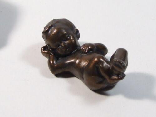 Skulptur In seiner Hand Bronzefarben Baby Geschenk Taufe Polyresin