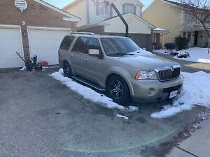 2004 Lincoln Navigator 7 passenger brand new tires