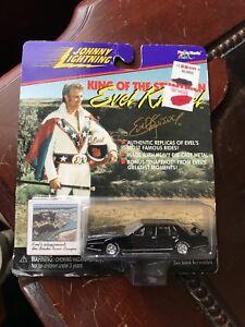 Johnny-Lightning-King-Of-The-Stuntmen-Evel-Knievel-s-Custom-Sports-Car