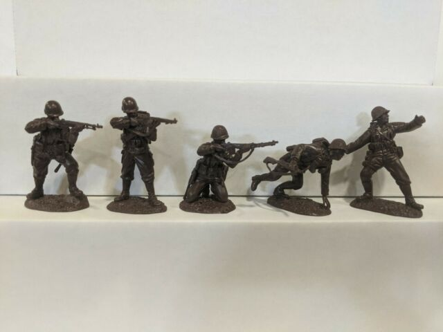 Conte WWII U.S. GI'S Bloody Omaha 5 Figures Dark Brown Color 1/32 B