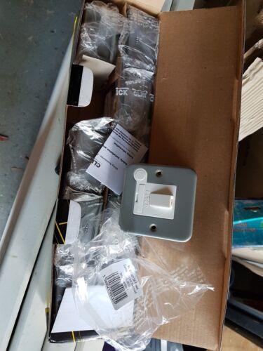 X10 Metal Clad 13 A Fused Connection commuté Spur Unité 13amp CL051 Job Lot
