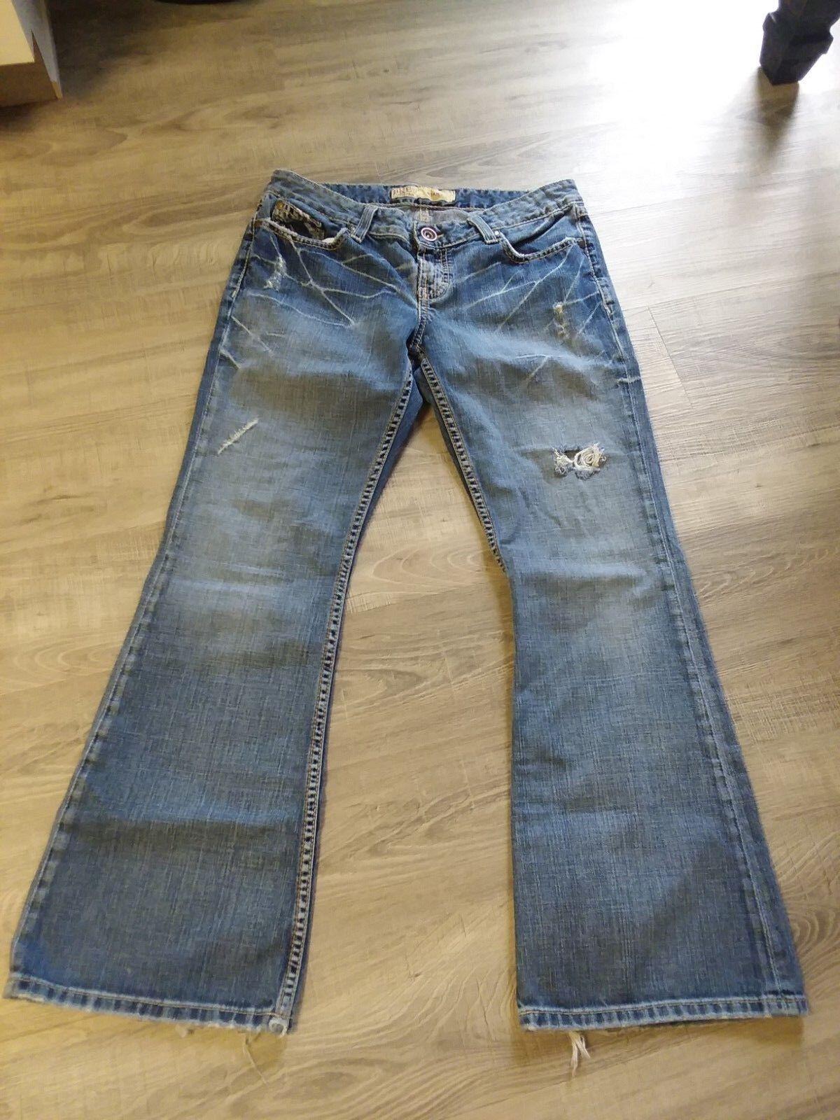 Women's BKE Star boot cut jean size 30 Destructed