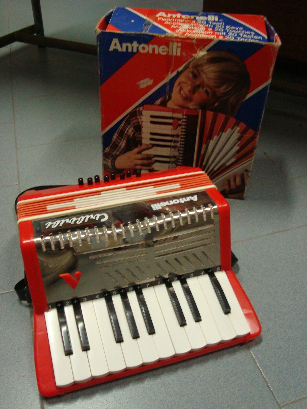 Fisarmonica giocattolo anni 80 Antonelli con scatola originale
