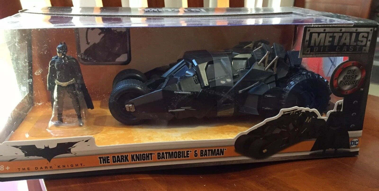 Batman The Dark Knight Knight Knight Batmobile & Batman Metals Die Cast JADA DC Sealed NEW 2c348b