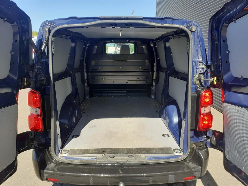Toyota ProAce 2,0 D 120 Medium Base Diesel modelår 2017 Blå