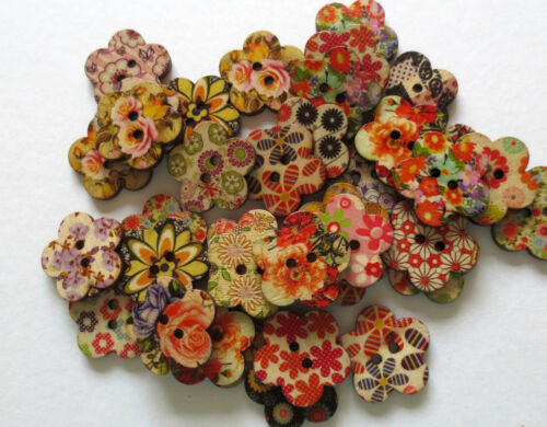 WOODEN FLOWER SHAPED  2 HOLE BUTTONS//MIXED //CRAFT//SEWING// 25MM//VARIOUS QTY