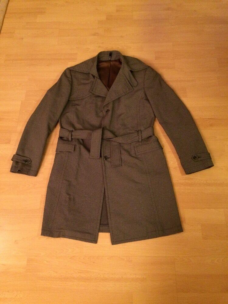 Cooler Mantel von HOTEL, GAY    - Ideal für die Übergangszeit