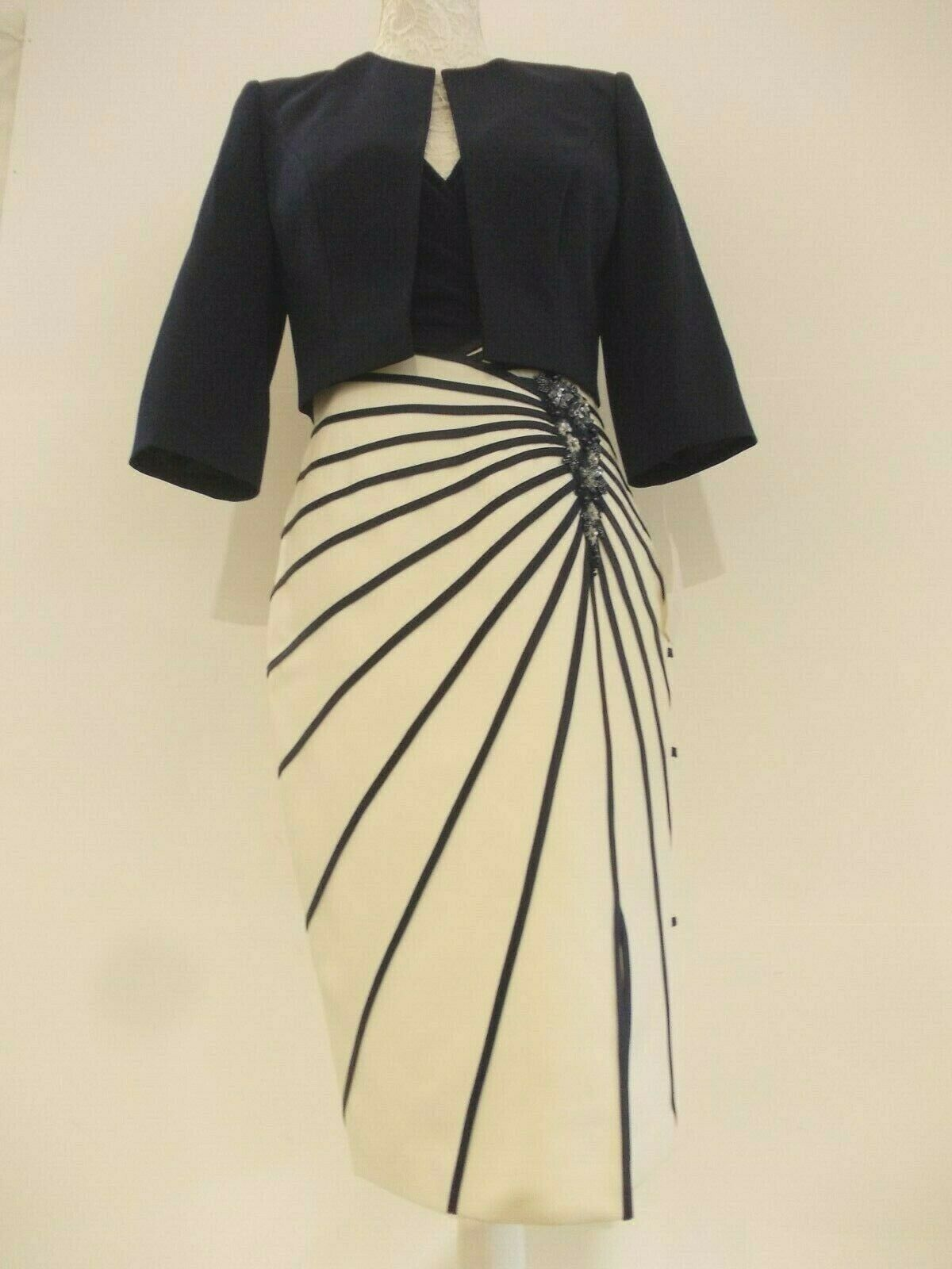 Special occasion/mother of the bride dress suit & mask size 8 in Ivory & Navy