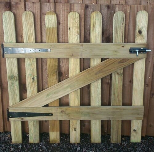 plus FREE HARDWARE PICKET RIBBED GARDEN GATE HIGH QUALITY WOOD 3FT X 3FT