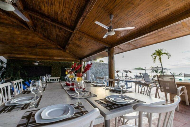 Casa 8 recamaras en Vallarta Conchas Chinas frente al mar