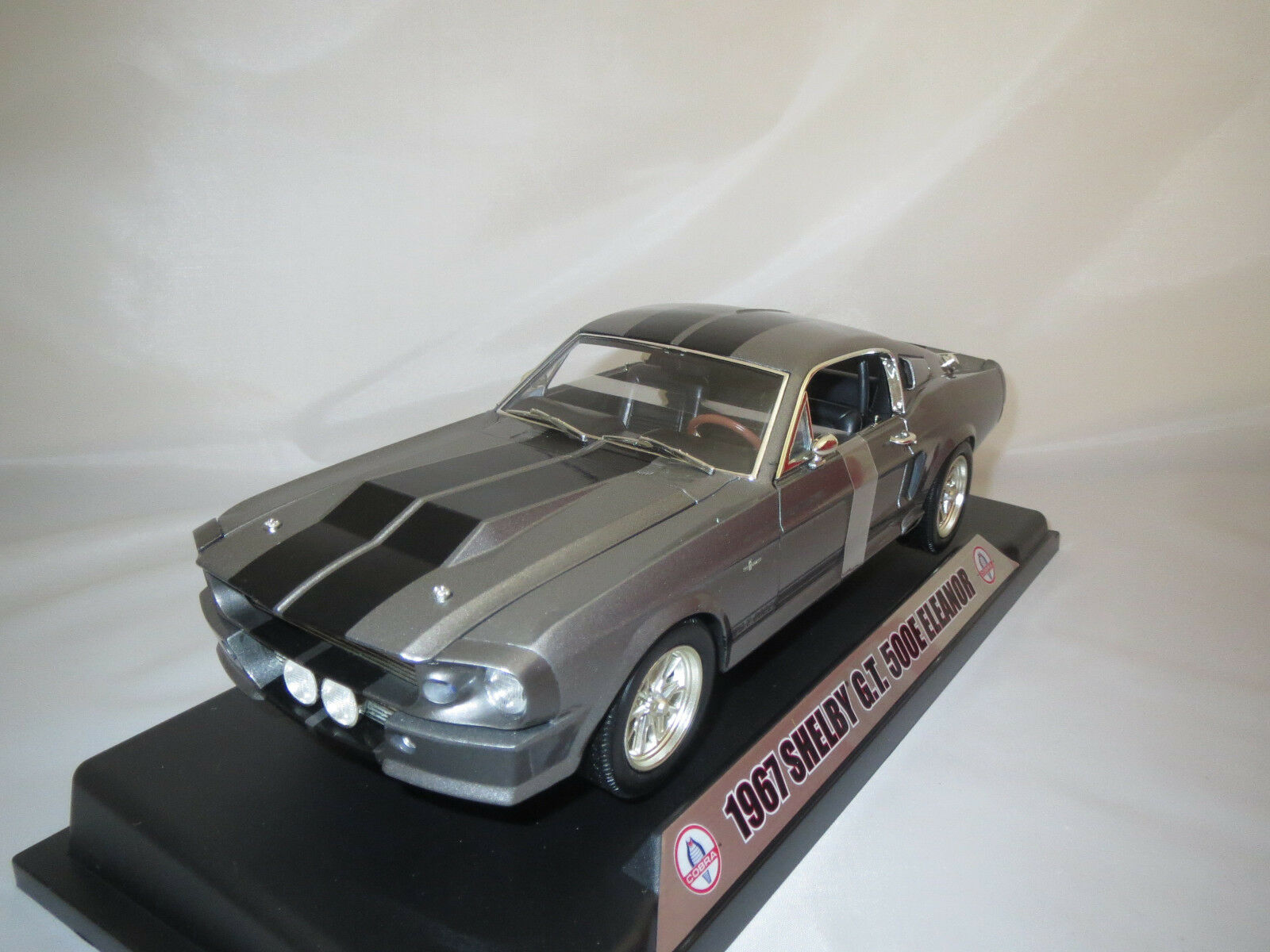 Shelby Collectibles Shelby G.T. 500e eleananor  1967   Grigio-MET.  1:18 OVP