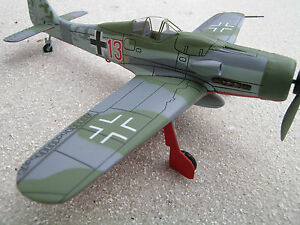 foke-Wulf-Fw-190-d-9-EL-ROJO-13-Avion-Caza-JV44-munich-riem-1-72-yakair