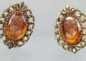 Vintage-Whiting-amp-Davis-Clip-On-Goldtone-Amber-Glass-Cameo-Earrings