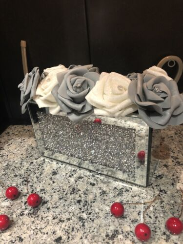 CHRISTMAS SILVER MIRRORED CRUSHED DIAMOND VASE WITH FLOWER /& DIAMANTES