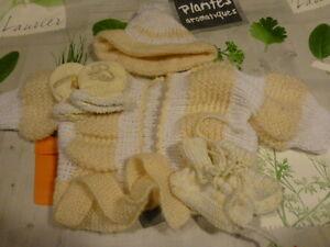 lot-gants-chaussons-bonnet-gilet-tricotes-mamie-4pieces-neuves-poupon-bebe