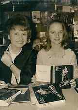 Odette Joyeux et Delphine Desyeux à la librairie de la Maison de la Rdio à Paris