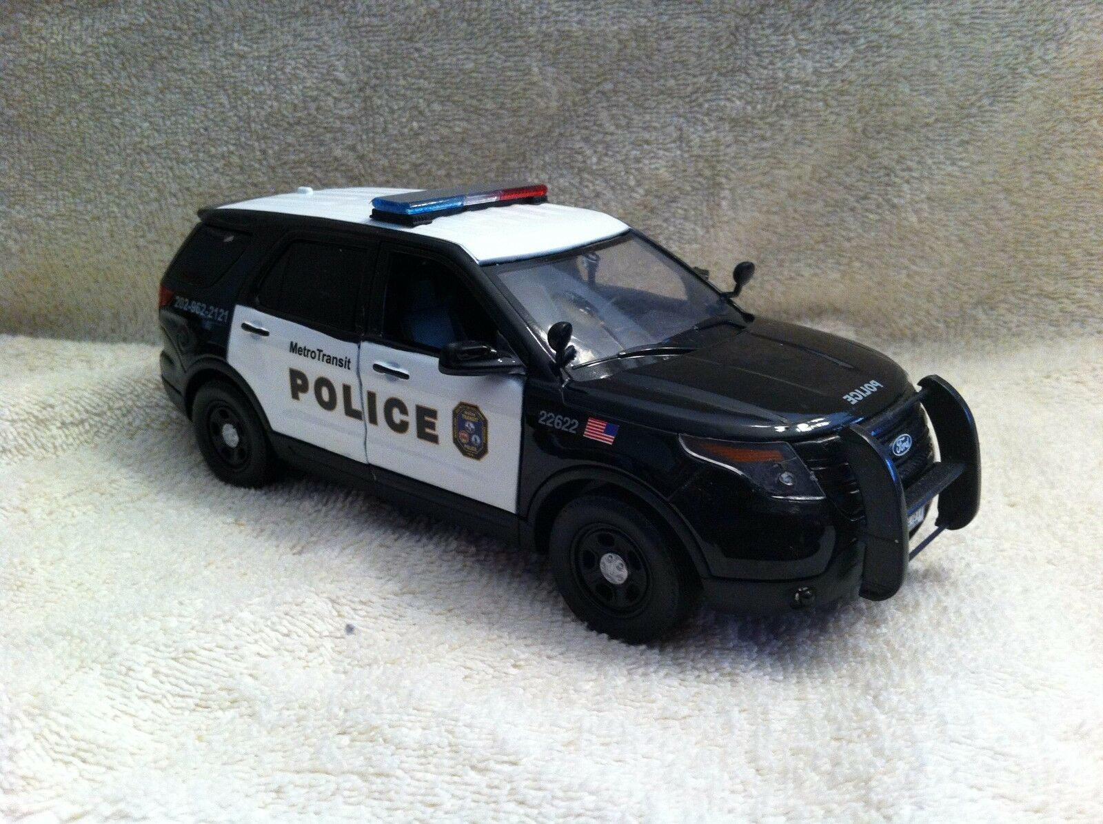 1 24 SCALE DC METRO TRANSIT POLICE FD UTILITY UT MODEL WITH WORKING LIGHTS SIREN