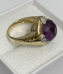 5 grams. size 5 12 Beautiful 14 k gold and amethyst ring