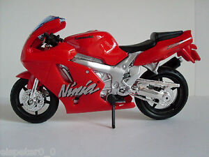 Kawasaki-Ninja-ZX-7R-rot-Bburago-Motorrad-Modell-1-18-OVP-Neu