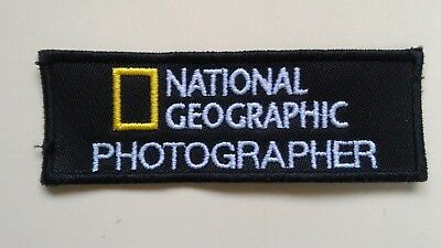 Patch Toppa National Geographic Photographer 10x3.5cm Cucito/strappo/termica Ptr Sangue Nutriente E Regolazione Dello Spirito