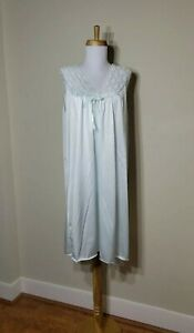 Vintage-Vanity-Fair-Lace-Front-Short-Silky-Nylon-Nightgown-Lt-Blue-Size-M-USA