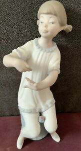 Vintage-LLADRO-Figurine-Girl-Manicure-Polish-Paint-Nails-1082-Matte-Finish