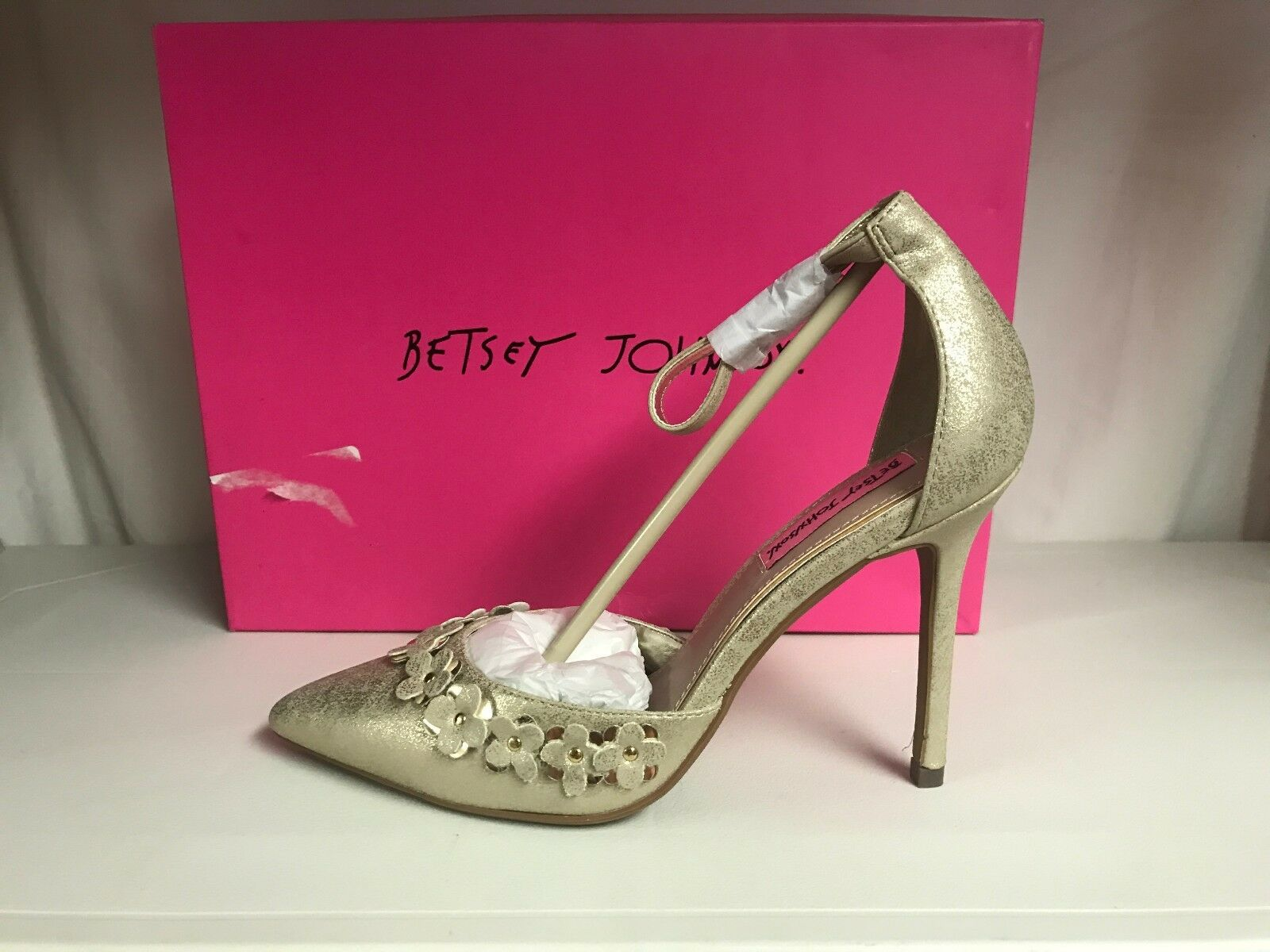 Betsey Johnson Viera Flower Appliques Pointed Closed Toe Silhouette or
