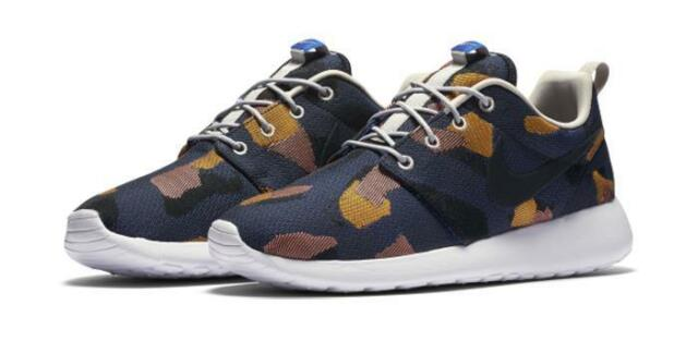 8afd17eacab0 Nike WOMENS Roshe One Jacquard Print 845009 400 WOMENS Size 9 Game Royal   Blk