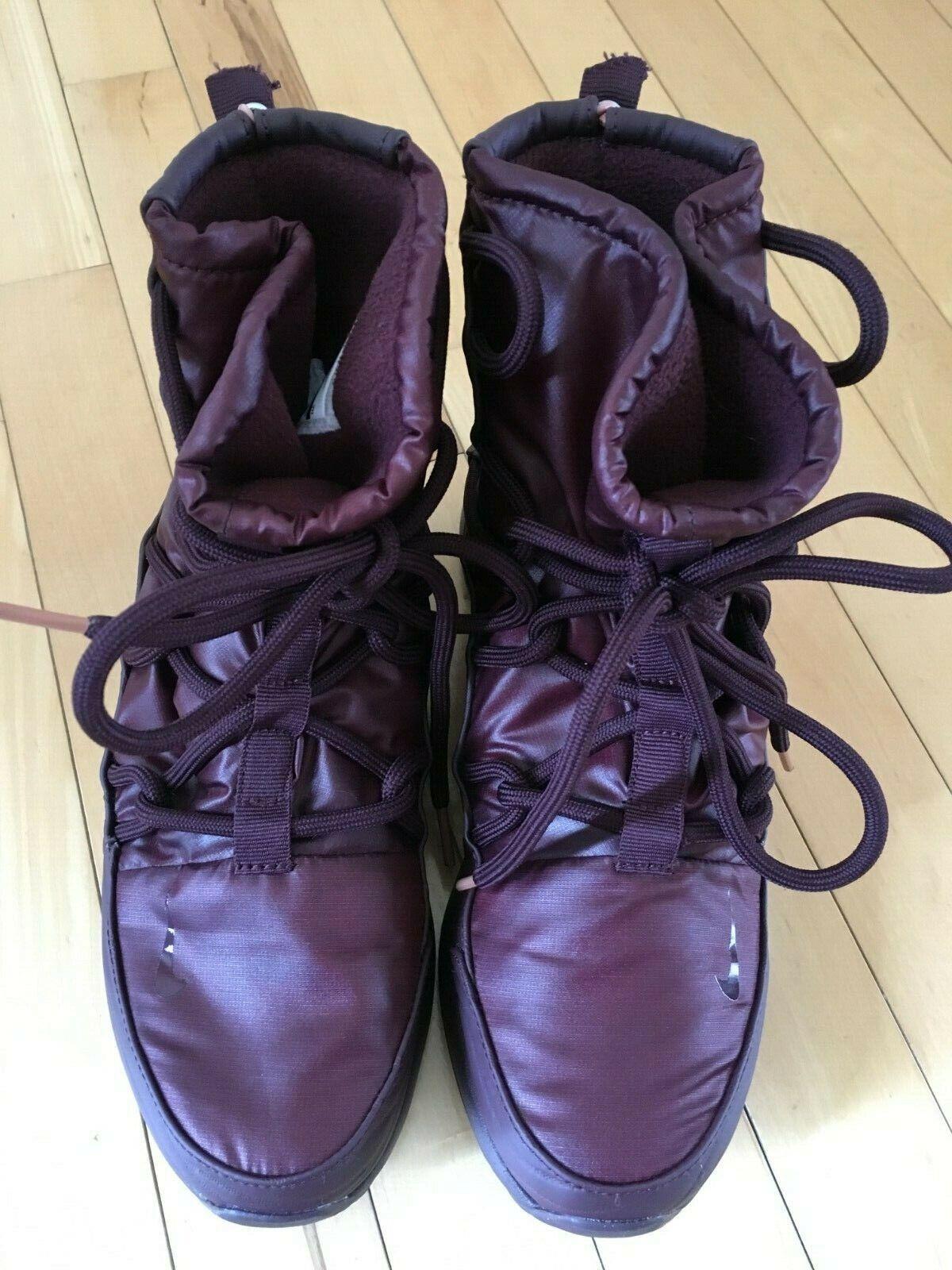 NIKE Women's Tanjun Sneaker Boots - Size 8 Burgundy - WORN ONCE