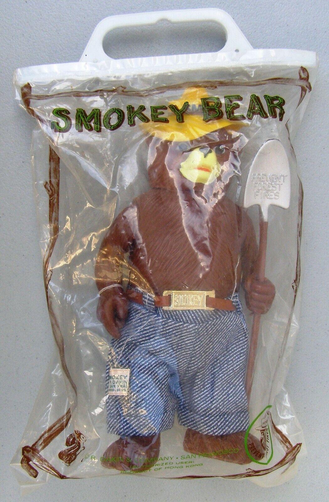 Un oso fumador fumador fumador con una pala, juguetes de R. Dakin, bolsas originales, etiquetas. a8c