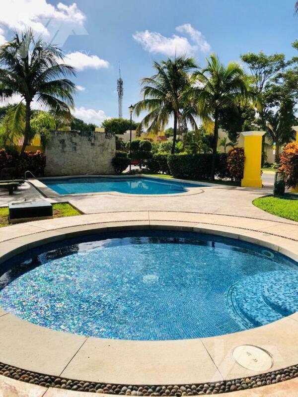 Casa en Venta, Villas Toscana, SM 51, Cancún, 4 Recamaras, Clave CLAU41
