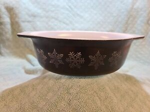 Vintage Pyrex Snowflake on Charcoal 1.5qt  Oval casserole #34
