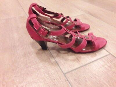 Wunderschöne b.p.c shoes Damen Schuh Schuhe Flipflops schicke Sandale Gr. 39 Neu