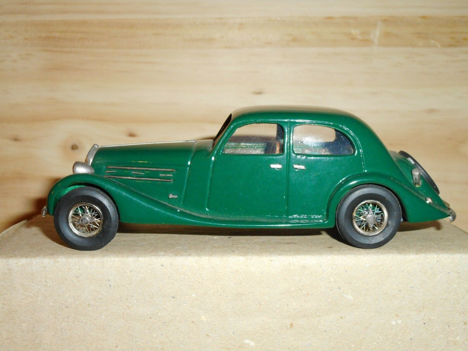 MA COLLECTION    N°9 Résine 1 43 - Delage D6 70 berline 1938  chaud