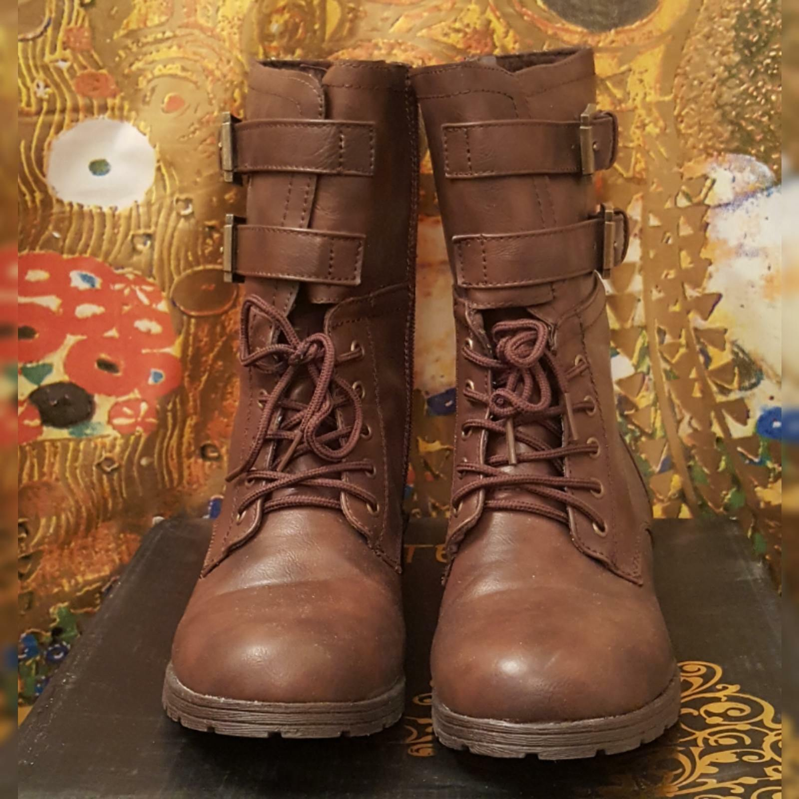 Kiss & Tell brown combat boots 8