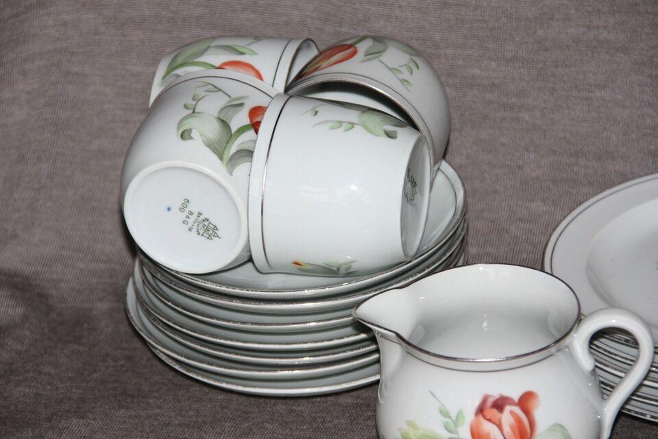 Porcelæn, 5 kopper og flødekande Bing og Grøndahl. nr. 600