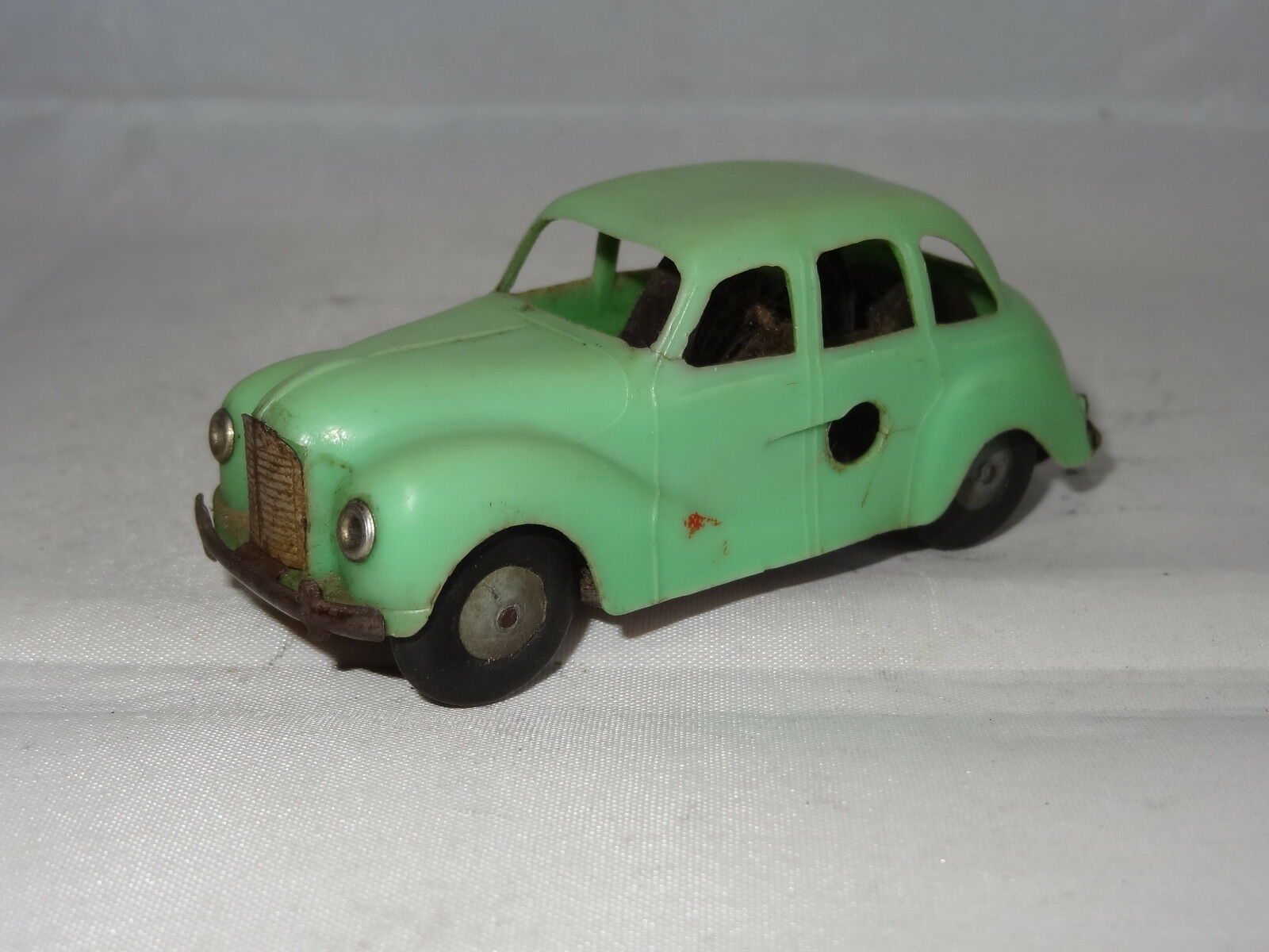 Triang minic plastic with motor AUSTIN A40