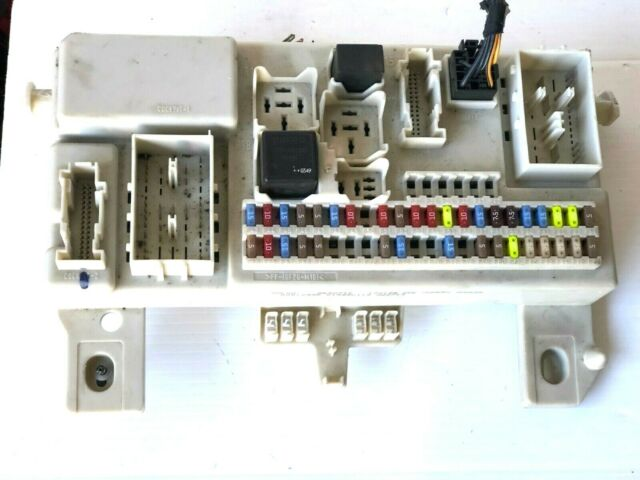 2004 - 2007 volvo s40 v50 fuse box relay control module unit p/n: