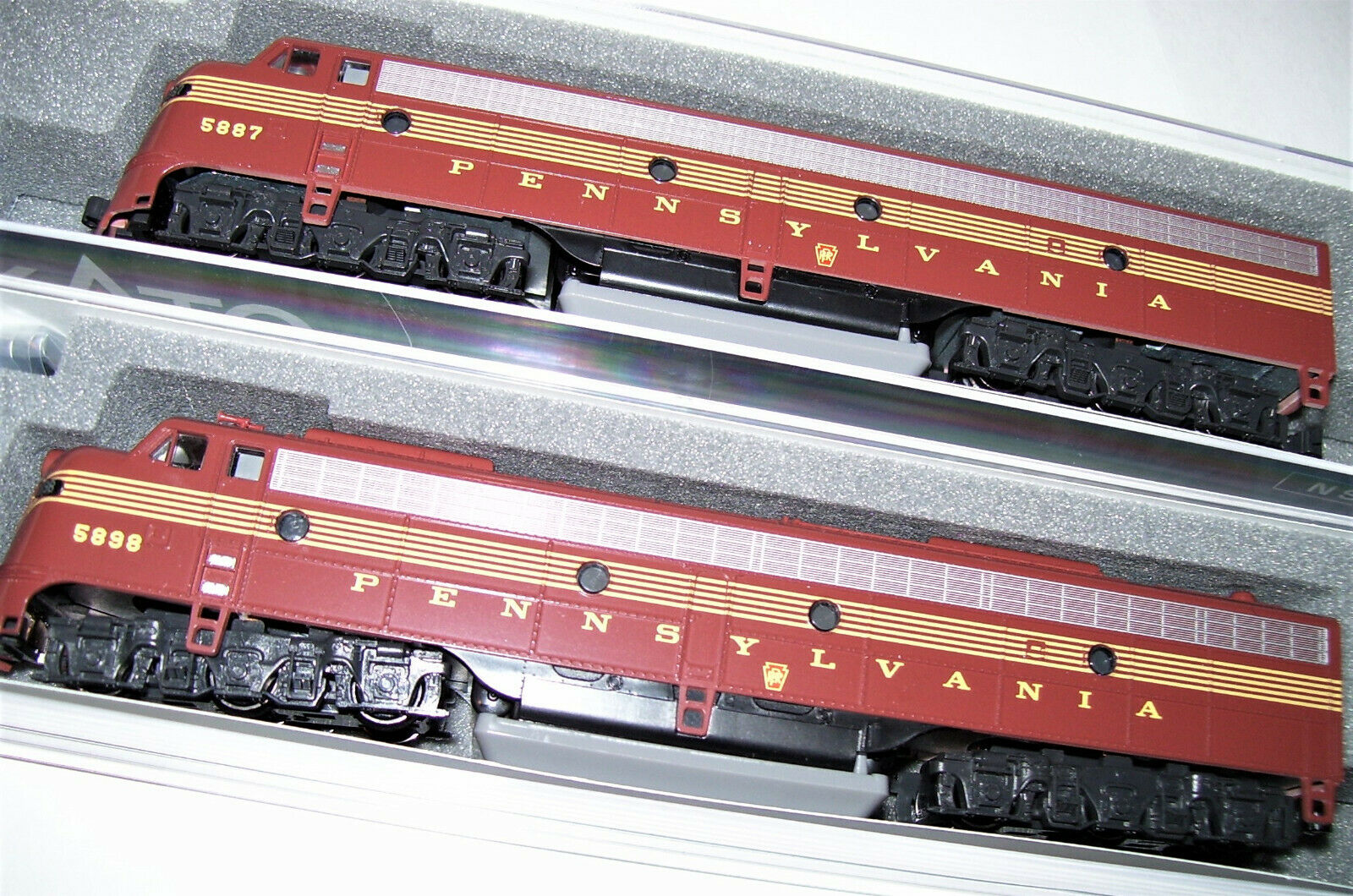 Kato 1765313  1765314 N 2 loco Set EMD E8A pennsy RR 5 a Righe Rosso 1765313