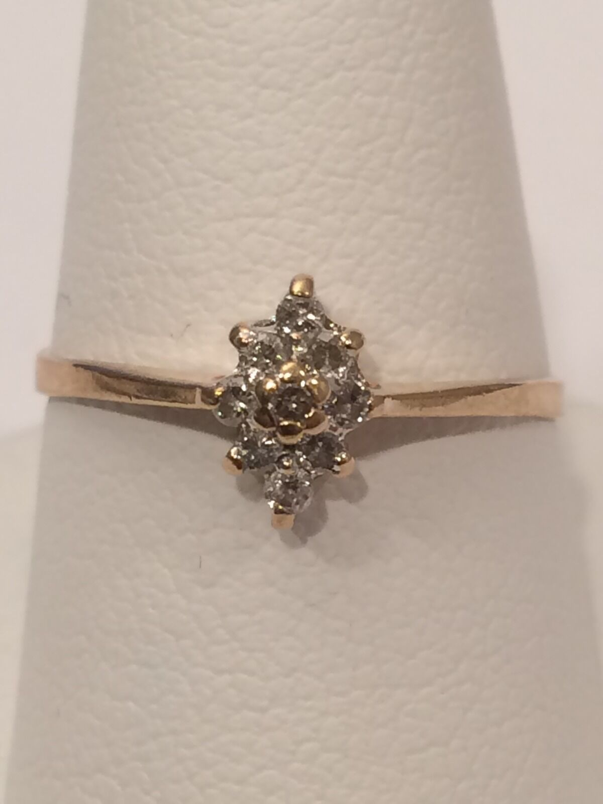 10K DIAMOND CLUSTER gold RING SIZE 7.5