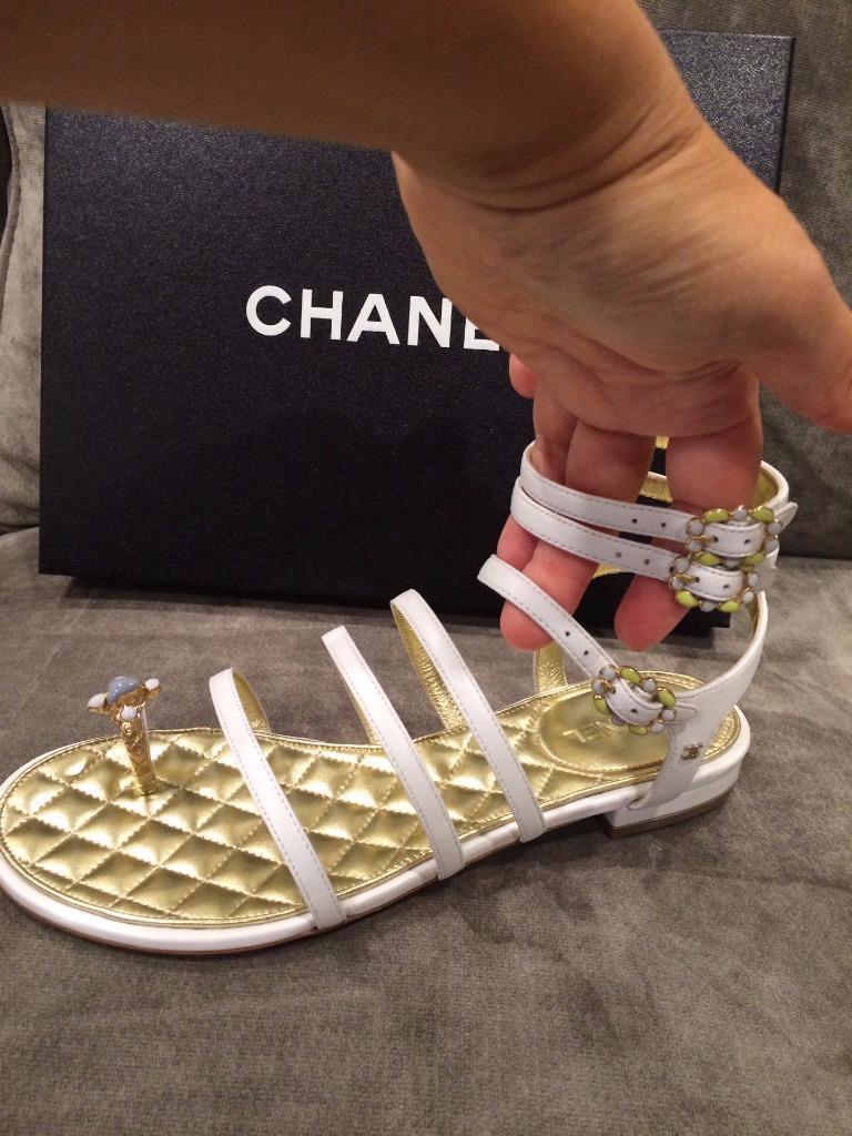 Channail bianca Leather Jewel Toe Ring Strappy Flat Sandals scarpe   1250  qualità di prima classe