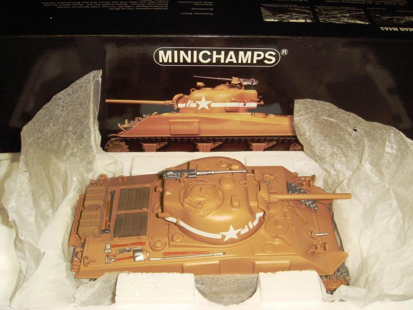Minichamps 1 35 M4A3 Sherman tank 1st US Armored Division Tunisia 1943 Retired
