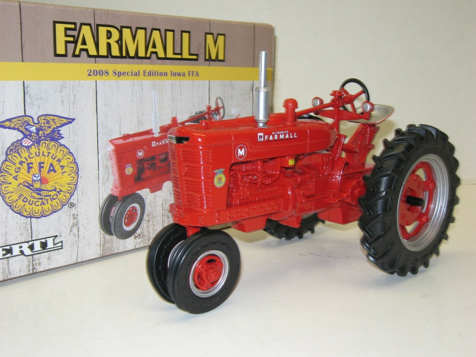 1 16 FARMALL M IOWA FFA SPECIAL EDITION NIB free shipping