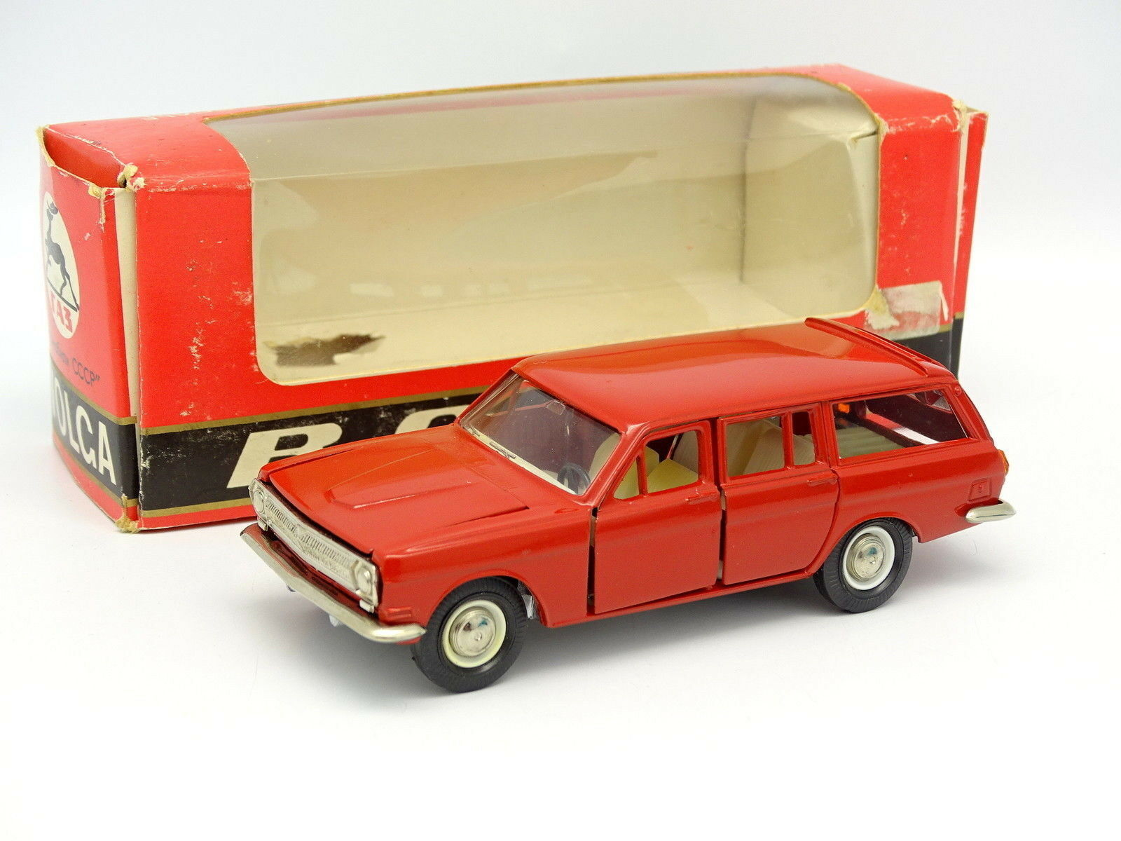 USSR Saratov 1 43 - GAS 24 02 Volga Rojo