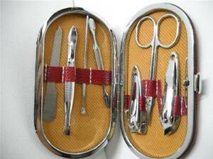 Set Manicure Pedicure Da Viaggio 7 Pezzi Forbicine Tagliaunghie Spingi Cuticole