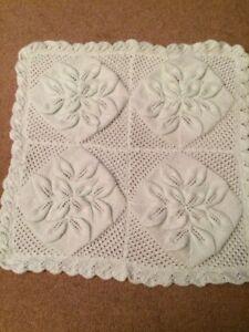 . Tricoté à La Main En Double Knitting Yarn. Vert Couverture Avec Motif De Feuille.-afficher Le Titre D'origine Luxuriant In Design