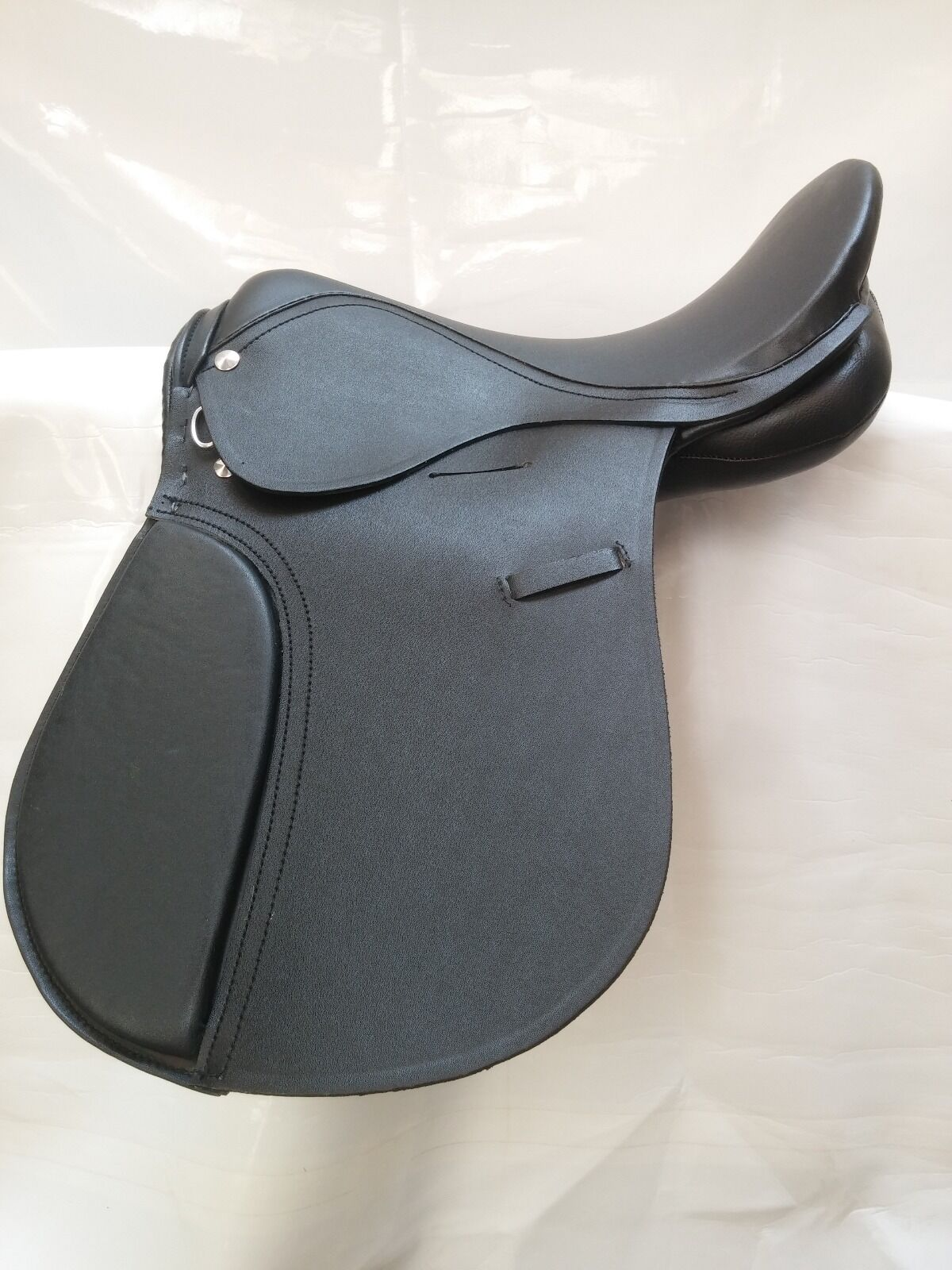 All Purpose English Saddle with Adjustable Knee Pads