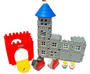 Vtg-Little-Tikes-Castle-Set-Wee-Waffle-w-Figures-Tykes-Horses-King-Knights-Queen